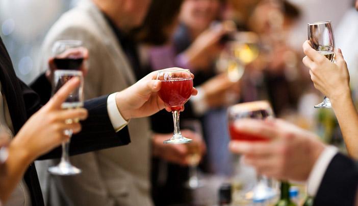 ペアーズと婚活パーティーそれぞれのメリットを解説